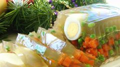 Как приготовить заливное из овощей с яйцом и зеленым горошком