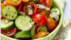 Как приготовить простой овощной салат с кисло-сладким соусом