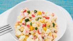 Как приготовить салат с крабовыми палочками: 2 вкусных рецепта