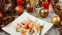 Как приготовить новогодние салаты из морепродуктов