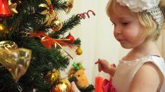 Как украсить елку, если в доме маленький ребенок