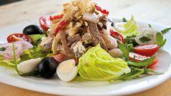 Как приготовить салат со свиным сердцем?