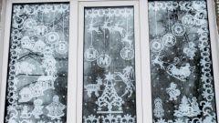 Как нарисовать на окне новогодние узоры зубной пастой