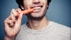 Как сделать зубы крепкими и десны здоровыми