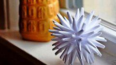 Как сделать объемную снежинку из бумаги: пошаговая инструкция