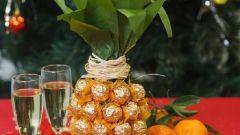 Как украсить шампанское к Новому году конфетами