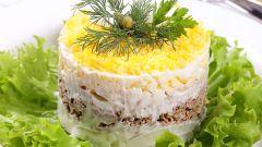 "Как приготовить салат ""Мимоза"" со шпротами"