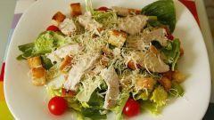 Как сделать салат «Цезарь» с курицей