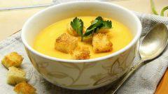 Как приготовить куриный суп-пюре с гренками