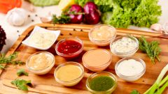 Как разнообразить постную пищу с помощью соусов