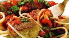 Как приготовить куриные тефтели в овощном соусе
