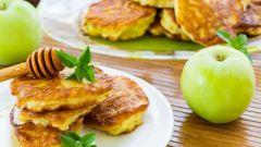 Как приготовить яблочные оладьи