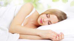 Какие продукты помогают быстрее заснуть