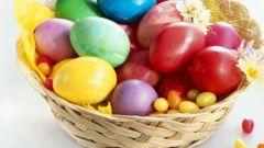 Как покрасить яйца на Пасху при помощи натуральных продуктов
