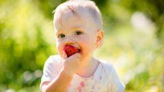 Как убрать пятна от ягод с ткани