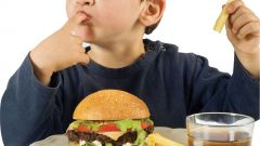 Как отучить ребенка от вредной пищи