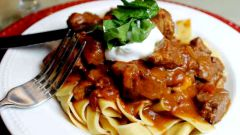 Как приготовить жаркое из говядины с лапшой шпецле