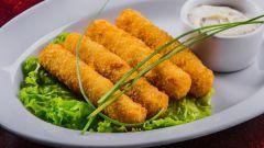 Как приготовить вкусные сырные палочки