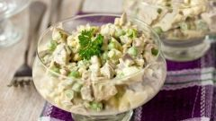 Как приготовить салат с курицей, горошком и огурцом