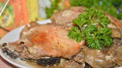 Как приготовить куриные бедра с шампиньонами