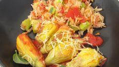 Как приготовить цветы кабачка, фаршированные козьим сыром, с гарниром из риса