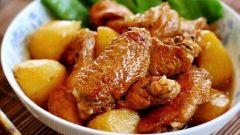 Как приготовить куриные крылышки с картошкой в духовке