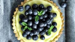 Как приготовить тарт с лимонным курдом и свежей голубикой