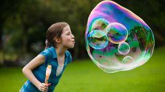 Как получить мыльные пузыри гигантского размера в домашних условиях