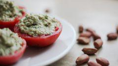 Как приготовить фаршированные помидоры по-сыроедчески