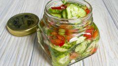Как сделать консервированный салат из огурцов на зиму