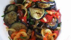 Как приготовить салат из баклажанов с помидорами