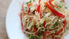Как приготовить салат из сырого картофеля