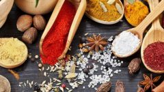 Какие специи добавляют в блюда из риса