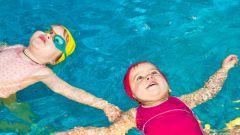 Как научить ребенка плавать с помощью простых упражнений