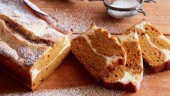 Как испечь тыквенный хлеб с начинкой из чизкейка