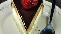 Как просто испечь нежный торт «Птичье молоко»