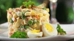 Как приготовить салат Оливье с помощью мультиварки