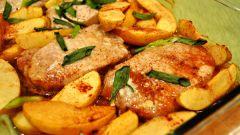 Как быстро приготовить свинину под яблочно-грушевым соусом