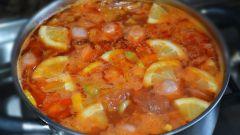 Как приготовить суп-солянку с сосисками