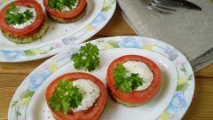 Как пожарить кабачки на сковороде с чесноком и помидорами