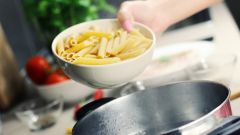 Как варить макароны, чтобы они не прилипали друг к другу?