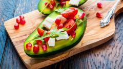 Фруктовый салат авокадо с сыром