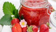 Как приготовить и сохранить протертую клубнику с сахаром без варки