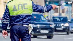 Имеет ли право инспектор ГИБДД останавливать для проверки документов