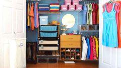 Аккуратный гардероб: 5 простейших советов по поддержанию порядка в шкафу с одеждой