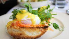 Как приготовить яйца Бенедикт по традиционному рецепту