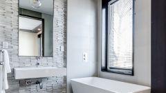Как использовать натяжные потолки в ванной комнате