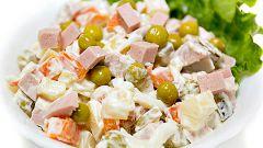 Чем отличается салат оливье от зимнего салата