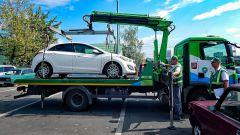 Можно ли эвакуировать машину, блокирующую выезд автомобиля