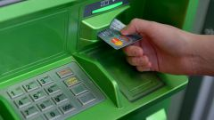 Можно ли через банкомат Сбербанка положить деньги на чужую карту